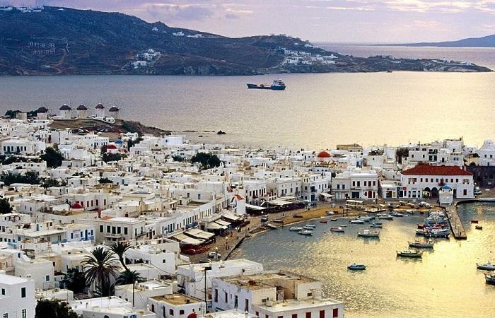 Сколько стоит жизнь в греции лайнер королева елизавета ii дубай